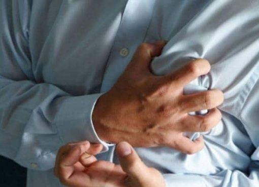 5 أعراض اذا شعرتم بها فلا تتجاهلوها .. منها ألم في الصدر