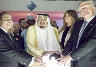 """كاتب سعودييصف """"صفقة ترامب"""" بعيد جديد للمسلمين!"""