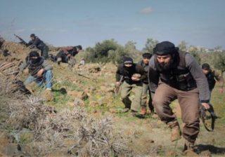 'جيش العزة' في إدلب.. يكتوي بين نارين