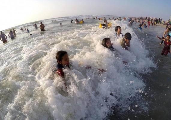"""كاتبة """"إسرائيلية"""": """"إسرائيل"""" ستغرق في بحر غزة"""
