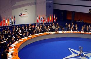 ماكرون:الناتو مات سريريا …وامريكا هي المسؤولة