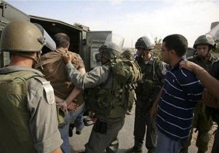 الاحتلال الصهيوني يجبر عائلتين فلسطينيتين على هدم منزليهما في القدس الشرقية